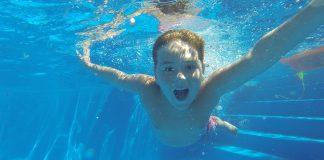 Dubai'de yüzme dersleri